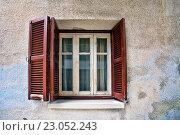 Купить «Старое окно», фото № 23052243, снято 17 мая 2016 г. (c) Морозова Татьяна / Фотобанк Лори