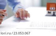 Купить «woman with house model and pen signing contract», видеоролик № 23053067, снято 14 мая 2016 г. (c) Syda Productions / Фотобанк Лори