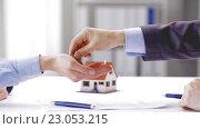 Купить «business partners with house keys and contract», видеоролик № 23053215, снято 15 мая 2016 г. (c) Syda Productions / Фотобанк Лори