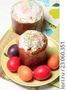 Купить «Пасхальные куличи и крашеные яйца», эксклюзивное фото № 23060351, снято 12 апреля 2015 г. (c) Яна Королёва / Фотобанк Лори
