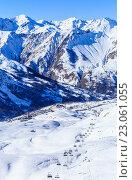Купить «Вид на долину Валь Торанс. Поселок Saint Martin de Bellevile.  Альпы. Франция», фото № 23061055, снято 25 января 2016 г. (c) Николай Коржов / Фотобанк Лори