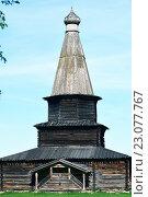 Купить «Старая деревянная православная церковь в Великом Новгороде», фото № 23077767, снято 8 мая 2016 г. (c) Стивен Жингель / Фотобанк Лори