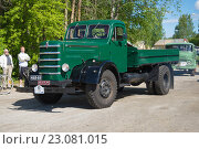 Купить «Грузовик Sisu 50-х годов прибывает на выставку-парад ретроавтомобилей. Керимяки, Финляндия», фото № 23081015, снято 6 июня 2015 г. (c) Виктор Карасев / Фотобанк Лори