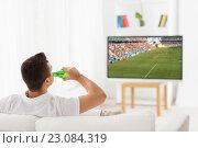 Купить «man watching soccer game on tv and drinking beer», фото № 23084319, снято 29 января 2015 г. (c) Syda Productions / Фотобанк Лори