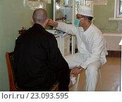 Купить «Заключенный тюрьмы на процедурах у тюремного врача», фото № 23093595, снято 16 декабря 2005 г. (c) Виктор Золотухин / Фотобанк Лори