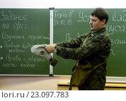 Купить «Обучение одевания противогаза в кадетском корпусе полиции», фото № 23097783, снято 24 октября 2013 г. (c) Free Wind / Фотобанк Лори