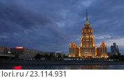 Купить «Гостиница Украина в Москве, timelapse», видеоролик № 23114931, снято 22 июля 2019 г. (c) Павел Котельников / Фотобанк Лори