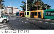 Купить «Трамвай с разноцветными вагонами на центральной улице города Санта Круз де Тенерифе. Канарские острова, Испания», видеоролик № 23117875, снято 18 мая 2016 г. (c) Кекяляйнен Андрей / Фотобанк Лори