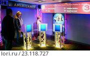 Купить «Тестирование желающих получить американское гражданство. Посетители Skywalk Observatory в Prudential Tower. Бостон, США», видеоролик № 23118727, снято 25 апреля 2016 г. (c) FMRU / Фотобанк Лори