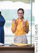 Купить «Woman tailor working on new clothing», фото № 23130075, снято 25 мая 2016 г. (c) Elnur / Фотобанк Лори