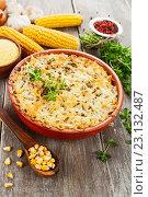 Купить «Минтай, запеченный с кукурузной крупой и сыром на в керамической форме», фото № 23132487, снято 21 июня 2016 г. (c) Надежда Мишкова / Фотобанк Лори