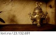 Купить «Медные статуэтки на полке», видеоролик № 23132691, снято 5 мая 2016 г. (c) ActionStore / Фотобанк Лори