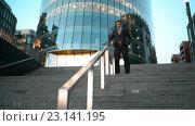 Купить «Бизнесмен спускается по лестнице», видеоролик № 23141195, снято 24 июня 2019 г. (c) Алексей Собченко / Фотобанк Лори
