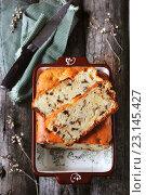 Домашний пирог с грушей и шоколадом. Стоковое фото, фотограф Оксана Голева / Фотобанк Лори