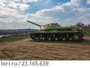 Купить «Танк ИС-3М на фоне реки и города», фото № 23165639, снято 5 апреля 2016 г. (c) Борис Панасюк / Фотобанк Лори