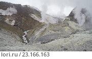 Купить «Кратер активного Мутновского вулкана на Камчатке», видеоролик № 23166163, снято 16 сентября 2019 г. (c) А. А. Пирагис / Фотобанк Лори