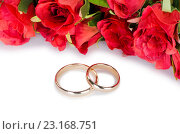 Купить «Wedding rings and flowers isolated on white background», фото № 23168751, снято 17 мая 2016 г. (c) Elnur / Фотобанк Лори