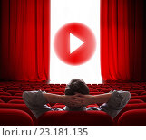 Онлайн кинотеатр с открывающимся красным занавесом. Стоковая иллюстрация, иллюстратор Андрей Кузьмин / Фотобанк Лори