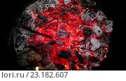 Купить «Тлеющие угольки в печи», видеоролик № 23182607, снято 19 мая 2016 г. (c) ActionStore / Фотобанк Лори