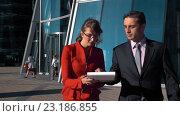 Бизнесмен подписывает документ. Стоковая анимация, видеограф Алексей Собченко / Фотобанк Лори