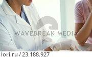 Купить «Woman therapist explaining the results of medical tests», видеоролик № 23188927, снято 14 июля 2020 г. (c) Wavebreak Media / Фотобанк Лори