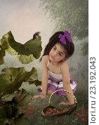 Девочка с удивлением смотрящая на мышь. Стоковая иллюстрация, иллюстратор Маргарита Нижарадзе / Фотобанк Лори