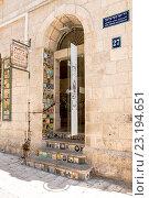 Купить «Магазин салон традиционной керамики в центре Иерусалима. Израиль.», фото № 23194651, снято 7 августа 2014 г. (c) Игорь Рожков / Фотобанк Лори