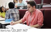 Купить «group of students with notebooks in lecture hall», видеоролик № 23207167, снято 23 июня 2016 г. (c) Syda Productions / Фотобанк Лори