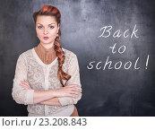 Строгая учительница на фоне школьной доски. Стоковое фото, фотограф Darkbird77 / Фотобанк Лори