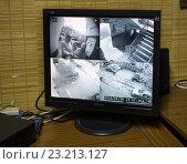 Купить «Монитор системы видео наблюдения в подъезде», эксклюзивное фото № 23213127, снято 30 апреля 2016 г. (c) Вячеслав Палес / Фотобанк Лори