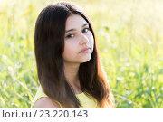 Купить «Girl 14 years in summer field», фото № 23220143, снято 2 июля 2016 г. (c) Володина Ольга / Фотобанк Лори