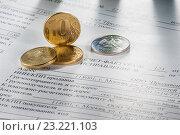 Купить «Монеты в 10 рублей лежат на счет-фактурах», фото № 23221103, снято 7 июля 2016 г. (c) Александр Якимов / Фотобанк Лори