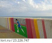 Купить «Граффити на Олимпийской набережной Сочи, футболист с мячом», фото № 23226747, снято 28 июня 2016 г. (c) DiS / Фотобанк Лори