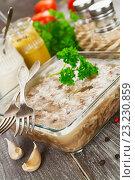 Купить «Холодец из свинины и курицы в стеклянной форме и приправы на обеденном столе», фото № 23230859, снято 8 июля 2016 г. (c) Надежда Мишкова / Фотобанк Лори