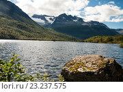 Купить «Горное озеро, национальный парк Иннердален, Норвегия», фото № 23237575, снято 11 августа 2011 г. (c) Юлия Бабкина / Фотобанк Лори