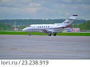 Купить «Самолёт Hawker Beechcraft Hawker 800XP в аэропорту», фото № 23238919, снято 23 мая 2015 г. (c) Зезелина Марина / Фотобанк Лори