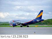 Купить «Самолет компании Донавиа Airbus A319-111 на взлетно-посадочной полосе аэропорта Пулково», фото № 23238923, снято 11 мая 2016 г. (c) Зезелина Марина / Фотобанк Лори