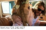 Купить «Hipster couple sitting in a van», видеоролик № 23242827, снято 14 декабря 2018 г. (c) Wavebreak Media / Фотобанк Лори