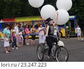 Купить «Выступления мимов в Парке Культуры и отдыха города Жуковский 25 июня 2016 года», фото № 23247223, снято 25 июня 2016 г. (c) Natalya Sidorova / Фотобанк Лори