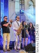 Купить «Ежегодный Международный фестиваль джаза и блюза в Санкт-Петербурге», фото № 23254939, снято 2 июля 2016 г. (c) Герман Сивов / Фотобанк Лори