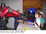 Купить «Выставка роботов на ВВЦ», фото № 23257487, снято 1 июля 2016 г. (c) Natalya Sidorova / Фотобанк Лори