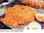 Купить «wok noodles at street market», фото № 23260851, снято 7 февраля 2015 г. (c) Syda Productions / Фотобанк Лори