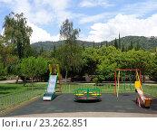 Купить «Городская детская площадка», фото № 23262851, снято 8 июля 2016 г. (c) DiS / Фотобанк Лори