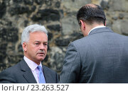 Sir Alan Duncan MP (Conservative: Rutland and Melton) on College Green, Westminster, June 2016. Редакционное фото, фотограф Phil Robinson / age Fotostock / Фотобанк Лори
