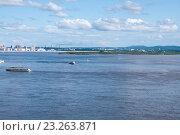 Купить «Пароходы на реке Амур, на заднем плане город Хабаровск», эксклюзивное фото № 23263871, снято 15 июня 2016 г. (c) Катерина Белякина / Фотобанк Лори