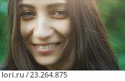 Купить «Портрет кареглазой девушки», видеоролик № 23264875, снято 16 июля 2016 г. (c) Илья Шаматура / Фотобанк Лори