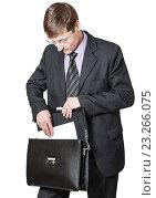 Деловой мужчина в костюме с портфелем. Стоковое фото, фотограф Антон  Черственков / Фотобанк Лори