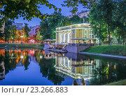 Купить «Ресторан на Патриарших прудах вечером», фото № 23266883, снято 16 июля 2016 г. (c) Виктор Тараканов / Фотобанк Лори