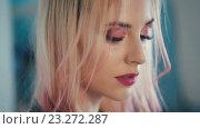 Купить «Портрет светловолосой девушки крупным планом», видеоролик № 23272287, снято 14 июля 2016 г. (c) Илья Шаматура / Фотобанк Лори