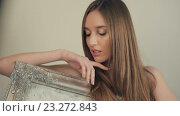Купить «Красивая девушка с длинными волосами со старинной картиной», видеоролик № 23272843, снято 14 июля 2016 г. (c) Илья Шаматура / Фотобанк Лори